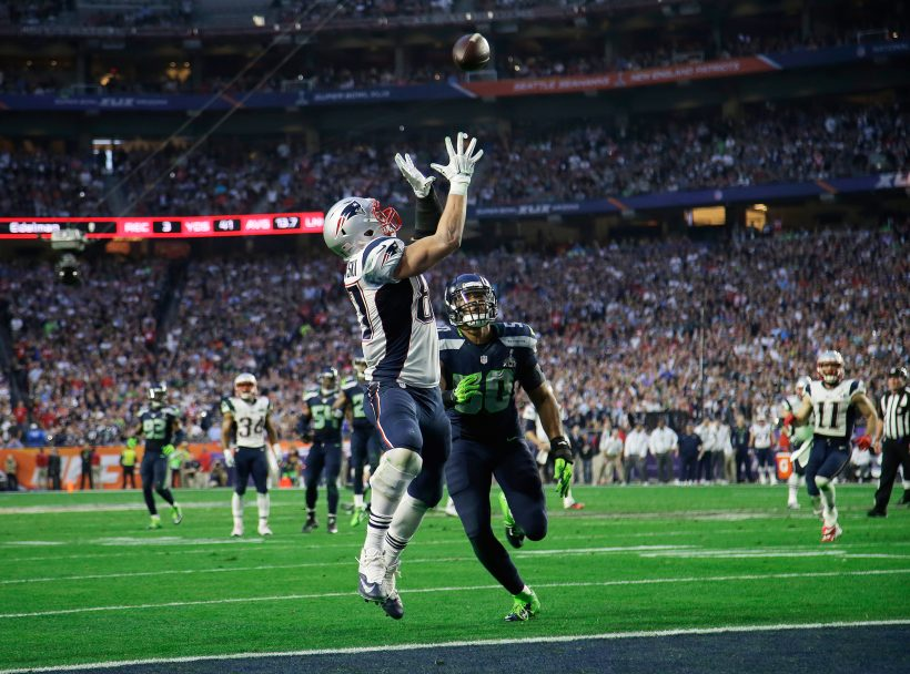 New England Patriots tight end Rob Gronkowski catches a 22-yard touchdown pass in front of Seattle Seahawks outside linebacker K.J. Wright (50) during the first half of NFL Super Bowl XLIX football game Sunday, Feb. 1, 2015, in Glendale, Ariz. (AP Photo/Matt Rourke)